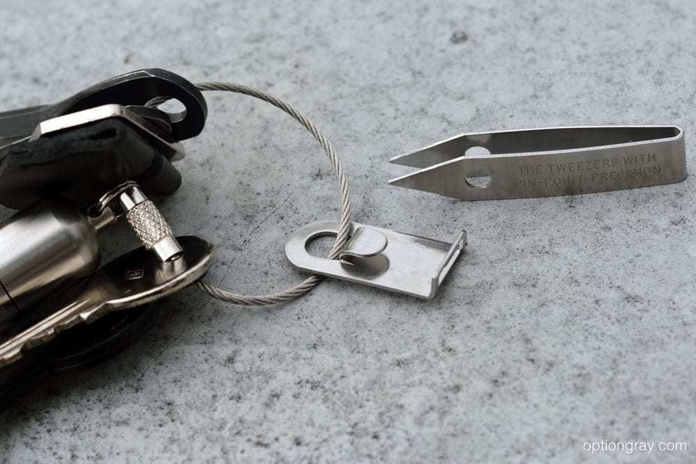 Included here is the Everyman Porter EDC Keychain Knife and Cable Key Ring, the MARATAC Split Pea Lighter in Stainless Steel, CountyComm's Screw Key Set, Sliver Gripper's Stainless Steel Tweezers with Clip and the Jepsen LeatherGoods Key Ring Cover in Black.